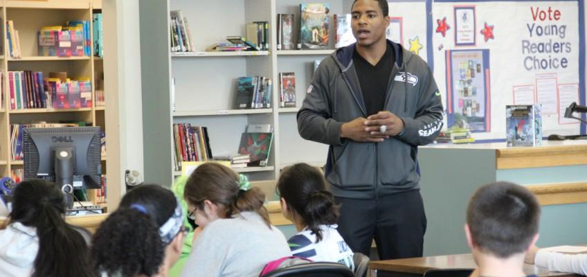 DeShawn Shead visits AVID Classroom